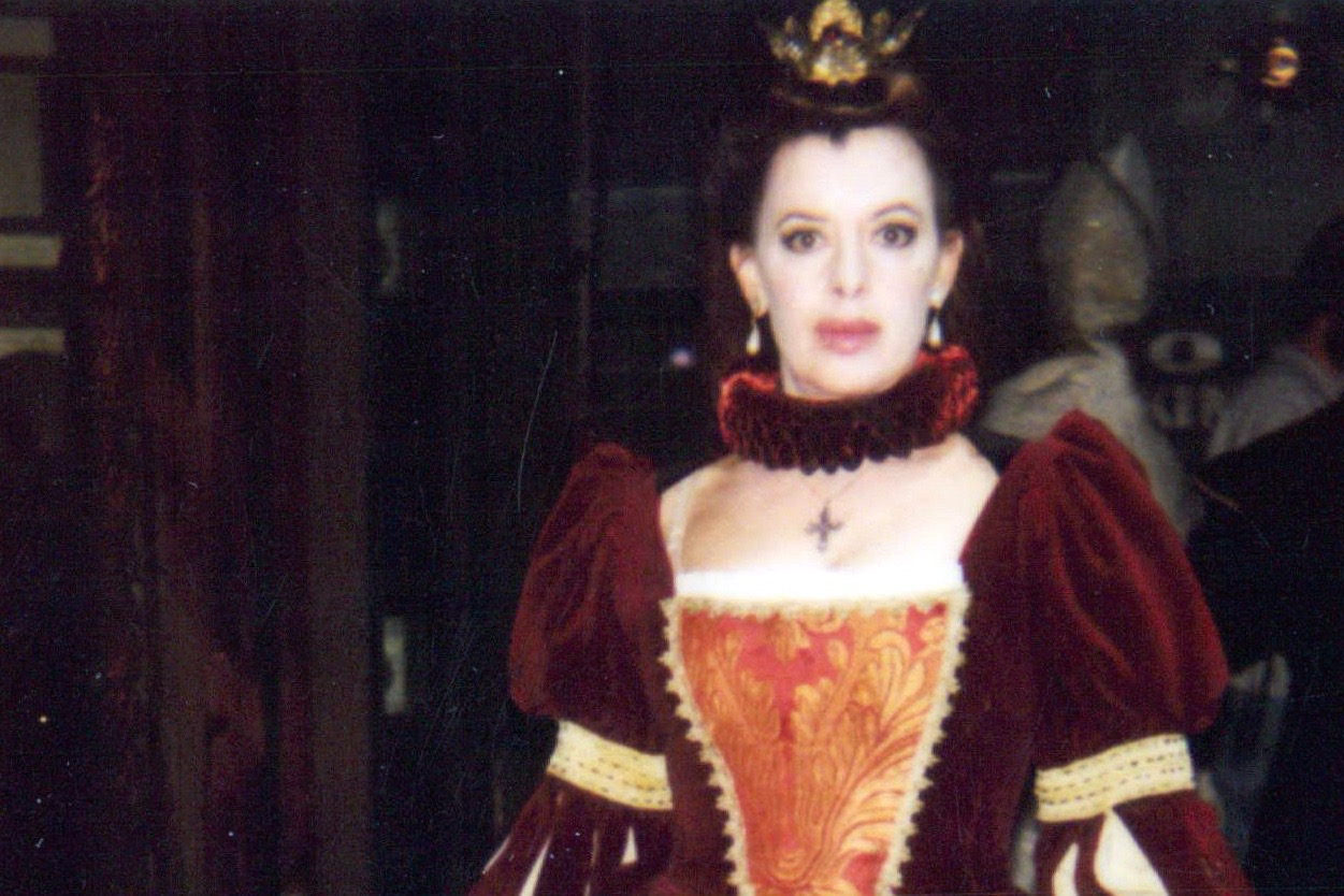 """on the set of """"the west wing"""" as queen Margaret in Shakespeare's Henry vi, act III"""