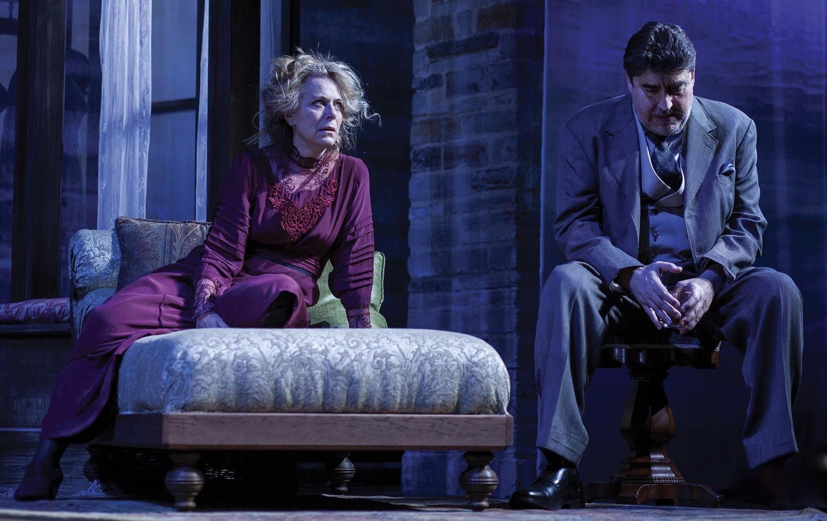 jane Kaczmarek & alfred molina as mary & james tyrone @ the geffen playhouse