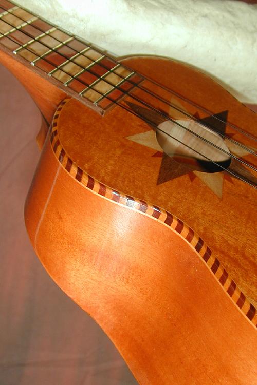 Guitarrone 10-web.png