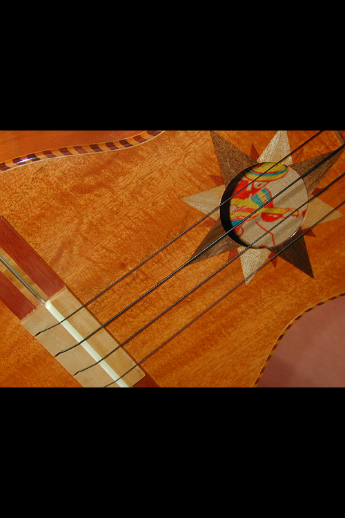 Guitarrone 11-web.png