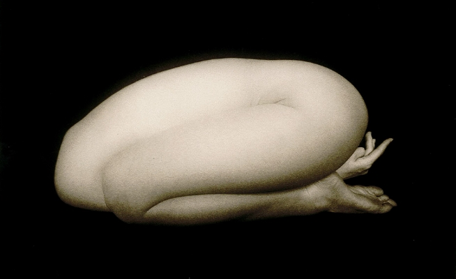 Masao Yamamoto  Egg-Shaped Nude (#1159) from Small Things in Silence, 2007.  Platinum print, 4 x 6 ¼ in. (10.1 x 15.8 cm). 2015.