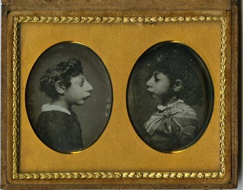 Beckers & Piard of New York, c. 1850.    Aztec Children    Daguerreotipo     créditos:  The Consecrated Eminance