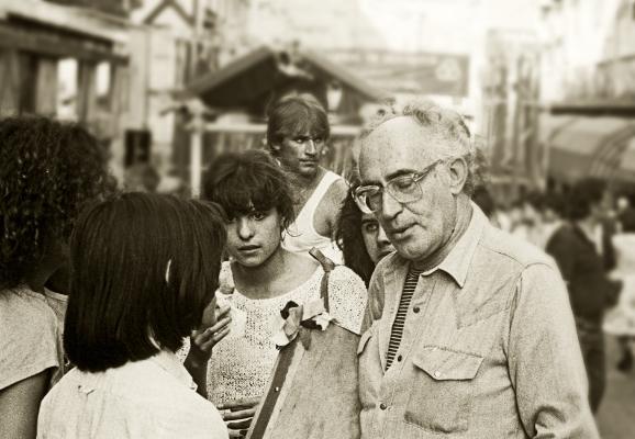 Luís Barreira  Lagoa Henriques (Escultor, Professor na ESBAL)  Chiado, Lisboa, 1984  Fotografia  Gelatin-Silver Print  arquivo:F_022_4320, 1984