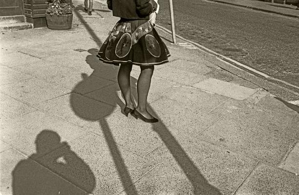 Luís Barreira  Saia rodada, Londres, 1988  Fotografia  Gelatin Silver print