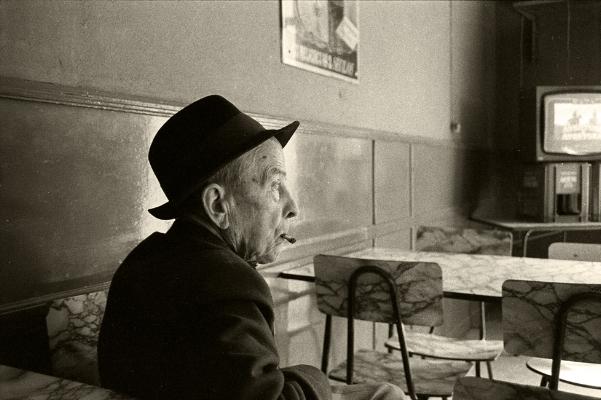 "Luís Barreira  ""Sessão Aventura"", Mértola, 1984  Fotografia  Gelatin Silver print  serie:   street photography    arquivo: F_015_4205, 1984"