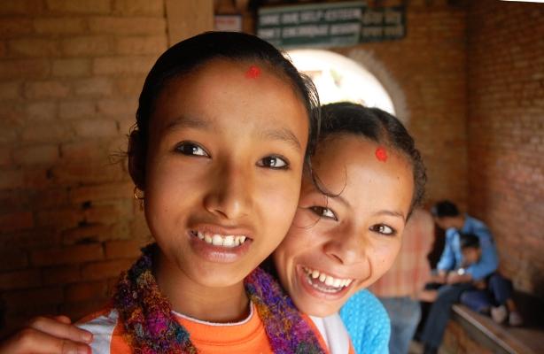 Luís Barreira  youth girls, Nepal, 2008  Fotografia  serie: street photography  arquivo:08_17_NIK_0664, 2008