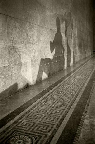 Luís Barreira  Shadows of Greek Sculptures (Partenon)  British Museum, 1987  Fotografia  Gelatin Silver print  série:  arquivo: #027_4508, 1987