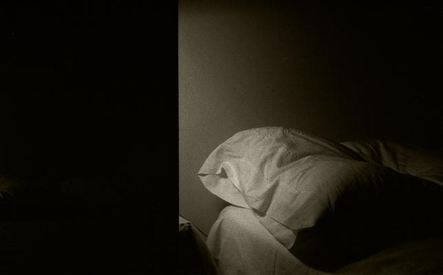 Luís Barreira  my pillow, 1986  fotografia  Gelatin Silver print  arquivo: #023_4324, 1986