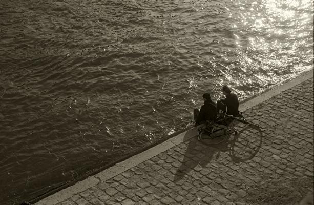Luís Barreira  Rio Sena, Paris, 1989  Fotografia  série: street photography   Gelatin Silver print  arquivo: #061_5905, 1989