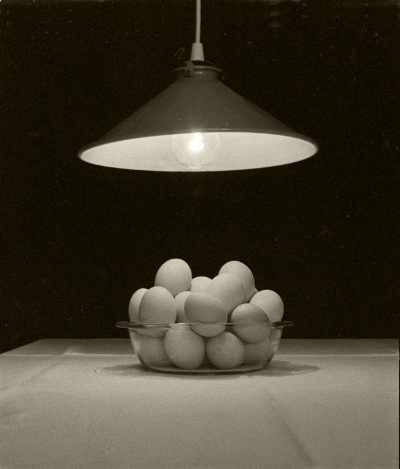Luís Barreira  eggs  Portela, 1985  Fotografia  Gelatin Silver print  Série:  eppur si muove