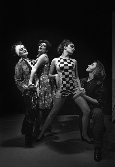 """Luís Barreira  Isabel Ribas, Teresa Faria, Leonor Alcácer e Maria João Luís  Teatro: """"Meninas Há Cena""""  Fotografia  Gelatin Silver print  arquivo:FOLIO_094_5737, 1989"""