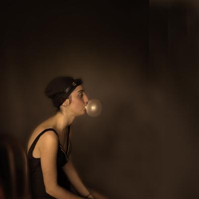 Luís Barreira  Girl with a bubble gum, 2013  Lisboa  Fotografia  série: portraits in art  arquivo:02_2112, 2013