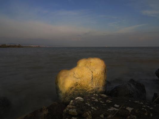 Luís Barreira  rocha amarela, 2014  Fotografia  série:. no parque  arquivo:12_1829, 2014