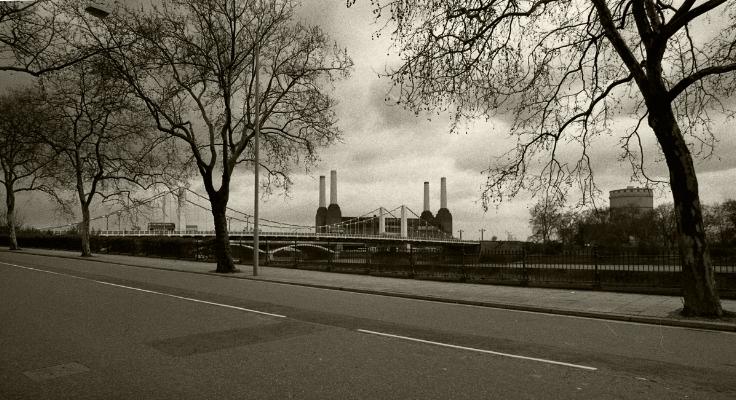 Luís Barreira  Battersea Power Station London, 1988  Fotografia  Gelatin Silver print  serie:   street photography    arquivo:F_040_5110, 1988