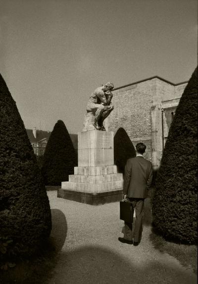 Luís Barreira  O Pensador de Rodin, 1989  Museu Rodin - Paris  Fotografia  Gelatin Silver print  série:   street photography    arquivo:F_061_5880, 1989