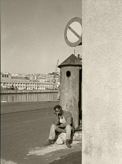 Luís Barreira  Doca de Santo Amaro, Lisboa, 1989  Fotografia  Gelatin Silver print  série:  street photography   arquivo:F_062_5914, 1989