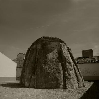 Luís Barreira  Anta de Pavia, 2015  (transformada em capela de São Dinis)  Fotografia  serie: Megalíticos  arquivo:03_30_NIK_5383, 2015