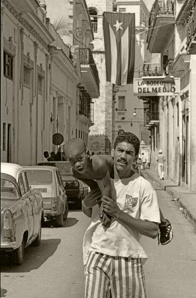 Luís Barreira  Havana, 1997  Fotografia  Gelatin Silver print  Série: CUBA'97  Exposição na Galeria Imargem - Almada, 1999  Publicação em Livro (Depósito Legal 144 759/99)  arquivo:F_310_7243, 1997