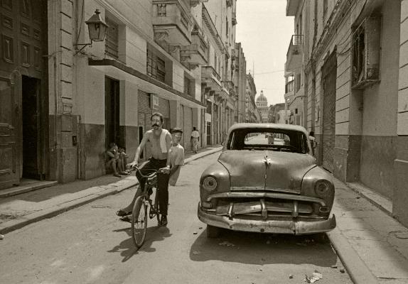 Luís Barreira  Havana, 1997  Fotografia  Gelatin Silver print  Série: CUBA'97  Exposição na Galeria Imargem - Almada, 1999  Publicação em Livro (Depósito Legal 144 759/99)  arquivo:F_311_7279, 1997