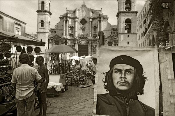 """Luís Barreira  """"Che""""  Havana, 1997  Fotografia  Gelatin Silver print  Série: CUBA'97  Exposição na Galeria Imargem - Almada, 1999  Publicação em Livro (Depósito Legal 144 759/99)  arquivo:F_312_7287, 1997"""