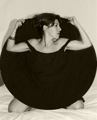 Luís Barreira  Bela in a dark circle, 2001  Fotografia  Gelatin Silver print  série:   La Femme    arquivo:F_511_9142, 2001