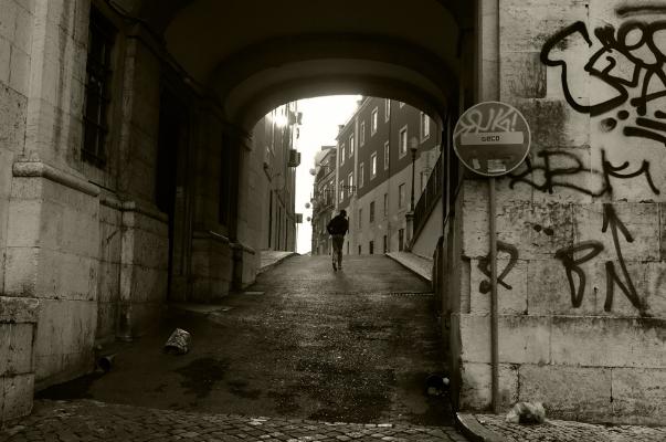 Luís Barreira  Campo de Santa Clara, Lisboa, 2018  Série:  Street Photography   Fotografia  arquivo:01_01_DSCF4413, 2018