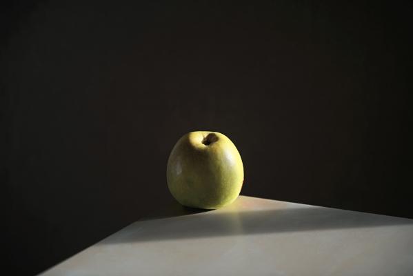 Luís Barreira  Apple, 2018  Série: Still Life  Fotografia  arquivo:01_20_NK1_8831, 2018
