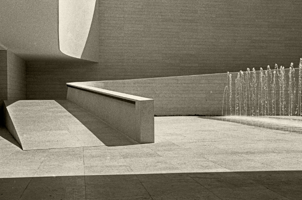 Luís Barreira  Expo'98  Pavilhão do Conhecimento, 1998  Lisboa  série: no parque  Fotografia  arquivo:FOLIO_390_17114, 1998
