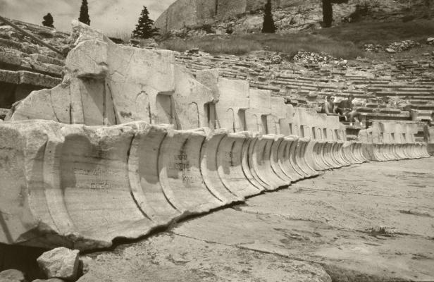 Luís Barreira  Teatro de Dionísio, 1984  Atenas  Grécia  série: antiguidade clássica  Fotografia  arquivo:1984_SLIDE_Grecia_1254