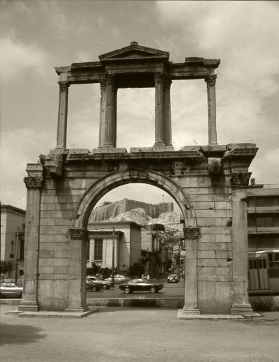 Luís Barreira  Arco de Adriano, 1984  Atenas  série: antiguidade clássica  Fotografia  arquivo:1984_SLIDE_21949