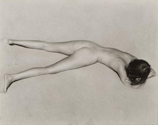 Nude on Sand, Oceano,  1936byEdward Weston  Charis Wilson musa de Edward Weston