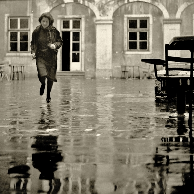 Leonor by Luís Barreira  ESBAL, 1982  série:  Fotografia  Gelatin Silver print  arquivo: 1982_FOLIO_010_4055