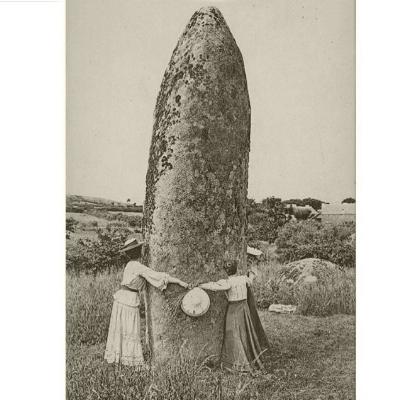 """Menhir  Fotografia: autor anónimo  ver: """"  um phallus negro  """""""