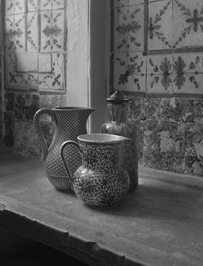 Luís Barreira  Dois vasos e uma jarra, 1999  série: still life  Fotografia  Gelatin Silver print  arquivo: 1999_FOLIO_475_19261
