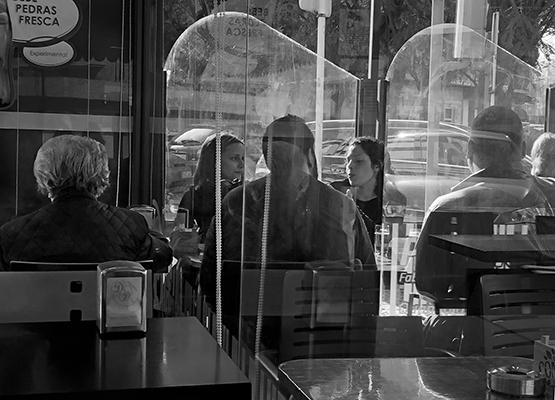 Luís Barreira  café  Moscavide, 2019  série: street photography  Fotografia  arquivo: 2019_02_23_IMG_5622