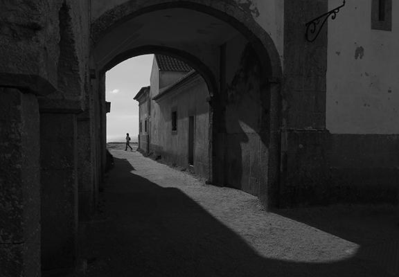 Luís Barreira  Nossa Senhora da Mua, 2019  série:   street photography    Fotografia  arquivo: 2019_03_24_IMG_0770