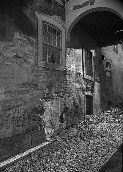 Luís Barreira  Lisboa, 1989  série: Lisboa  Fotografia  Gelatin Silver print  arquivo: 1989_FOLIO_077_15739