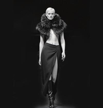 Luís Barreira  Fiona Bunnett, 1999  Fashion designer: Fátima Lopes  série: portraits  Fotografia  Gelatin Silver print  arquivo: 1999_FOLIO_446_18588
