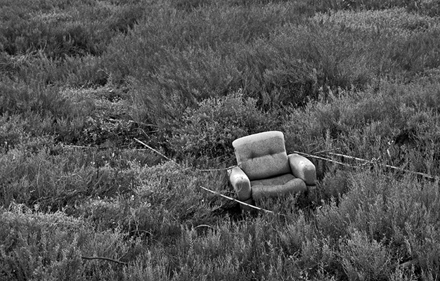 Luís Carvalho Barreira  s o f a, 2000  série: paisagens  Fotografia  Gelatin Silver print  arquivo: 2000_FOLIO_498_3114