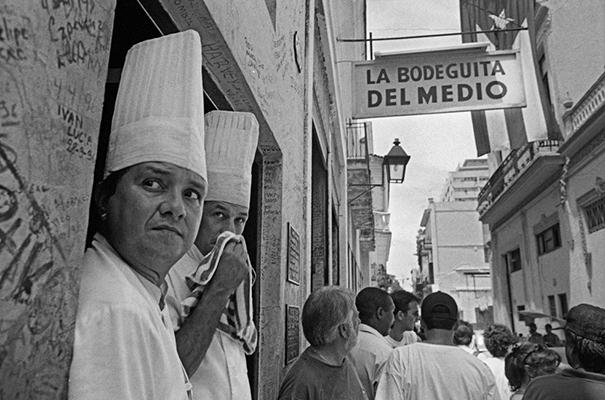 Luís Carvalho Barreira  La Bodeguita del Medio, 1997  Havana  série: Cuba'97  Fotografia  Gelatin Silver print   arquivo: 1997_FOLIO_317_7466
