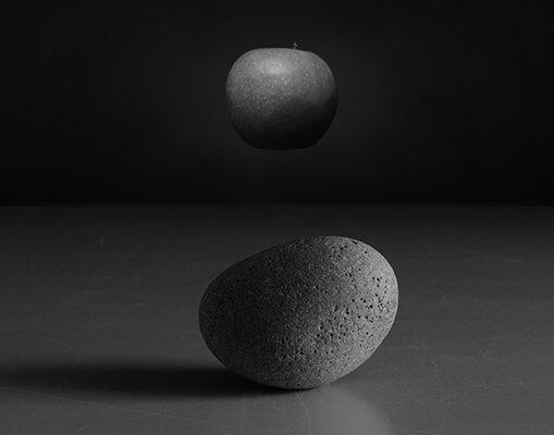 © Luís Carvalho Barreira  Lilith, 2019  serie:  Fotografia  arquivo: 2019_06_25_NK2_5219_apple  câmara: Nikon D800
