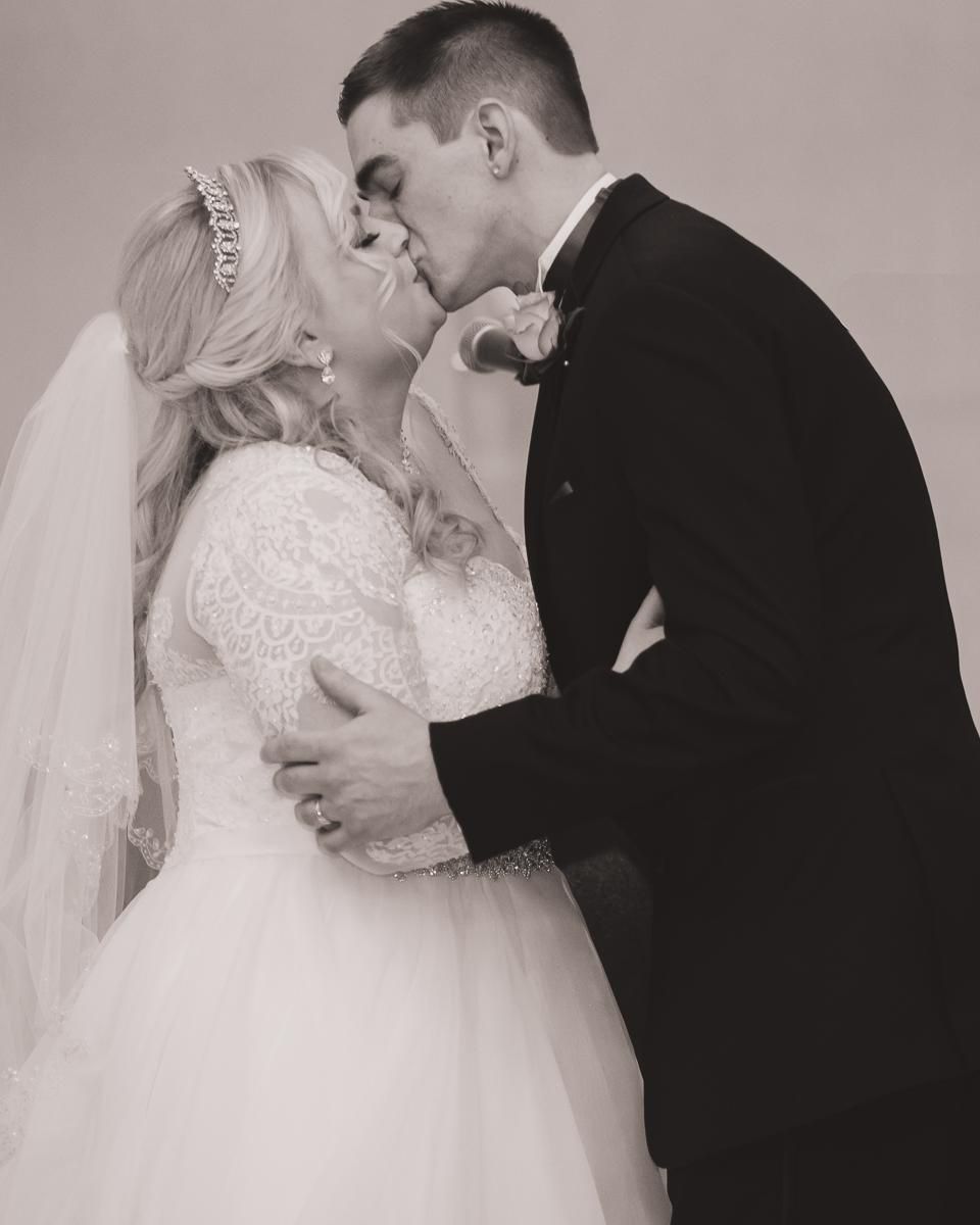 The kiss photo