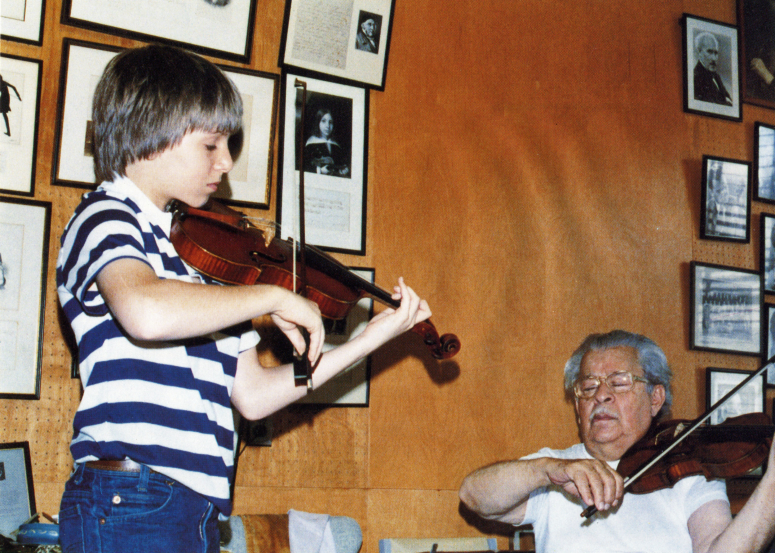 Gingold with one of his many famous pupils, a young Joshua Bell. Read what Joshua Bell had to say about his beloved teacher  here .