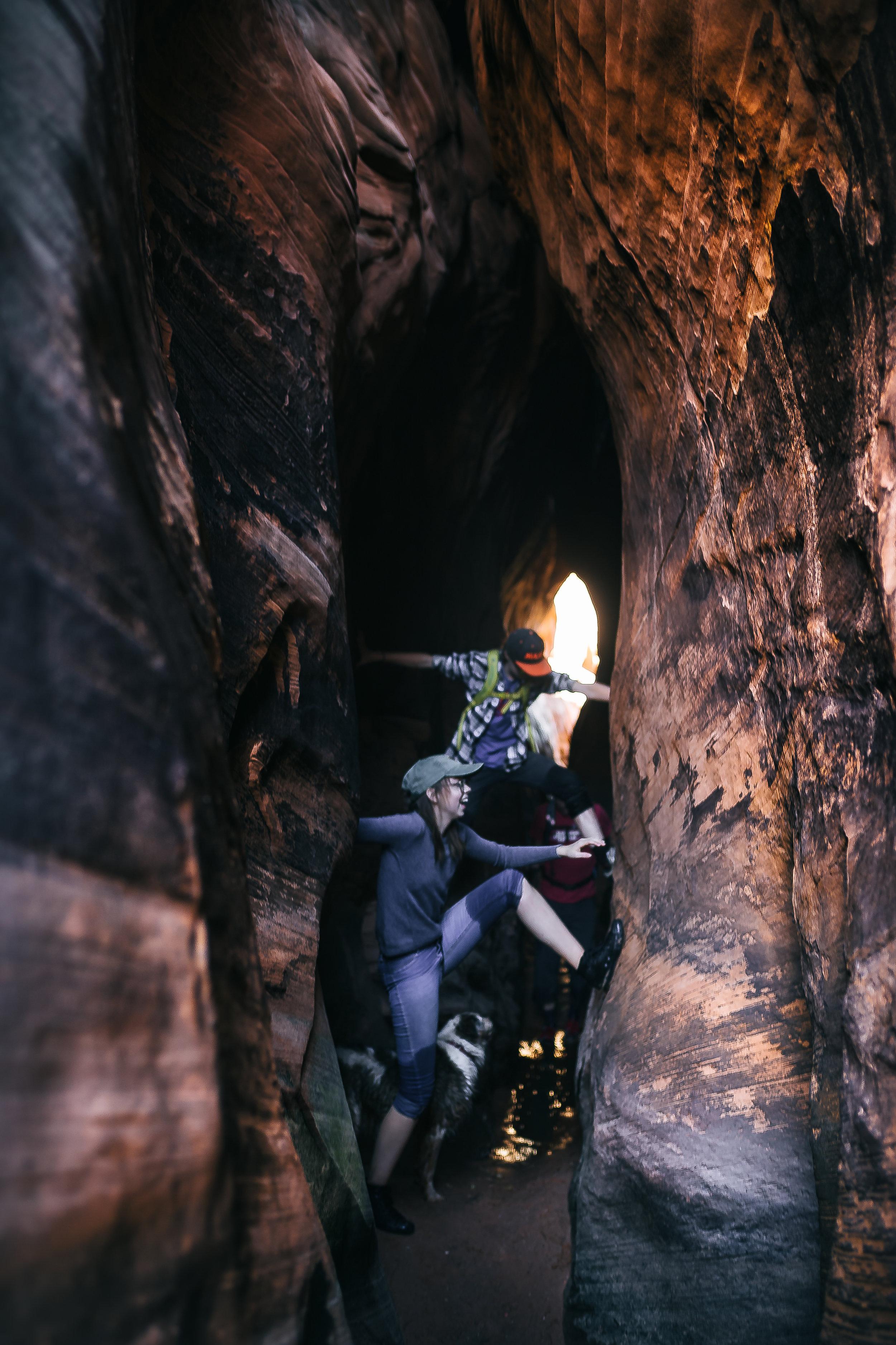 2017-11 Jordan and twins Tunnel slot 2.jpg