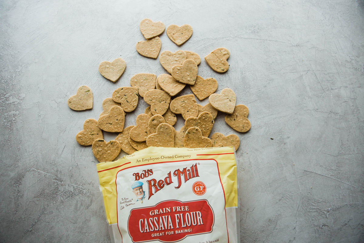 2019-01-BRM-Homemade-Paleo-Rosemary-Crackers-with-Cassava-and-Rainbow-Veggie-Platter-4.jpg