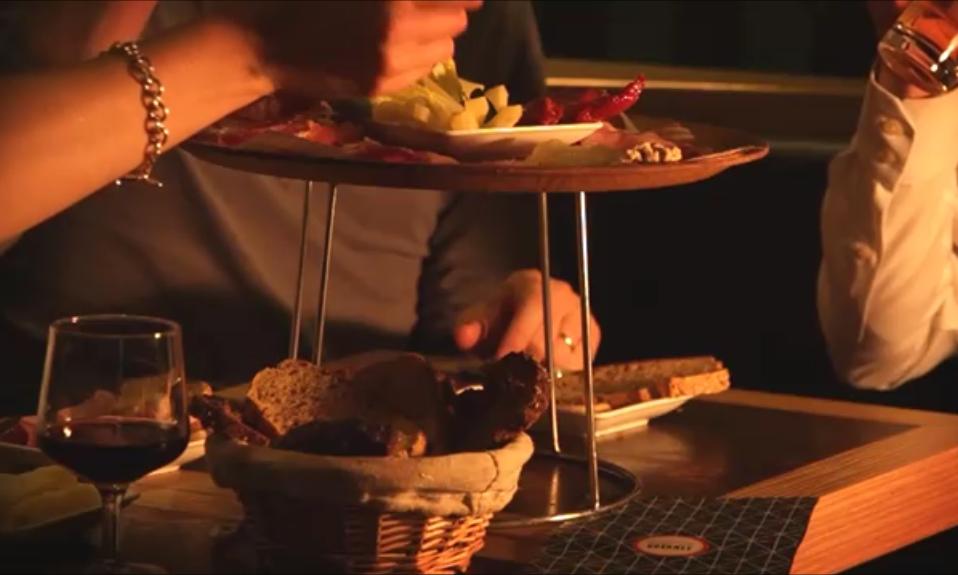 Une expérience aucoeur du Marais - Venez découvrir les saveurs du Comptoir Gourmet dans le Marais à Paris.Je réserve une table >