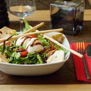 Les Assiettes - La fraîcheur de nos salades ou l'originalité de nos assiettes.Découvrir les assiettes >