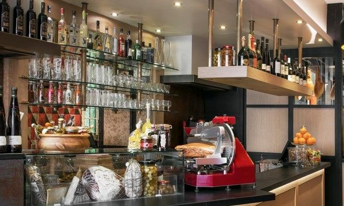 La Cave du Comptoir - Nos terroirs s'expriment également dans leurs vins. Nous vous proposons une sélection de petits producteurs entretenant le respect de leurs cépages et le plaisir du partage de leurs meilleures cuvées pour sublimer les produits du Comptoir Gourmet.