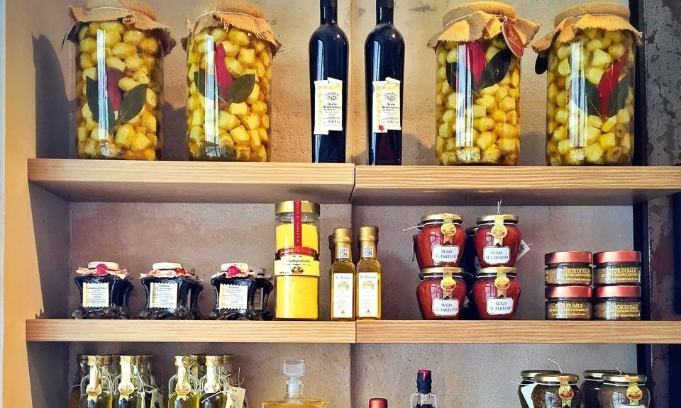 Épicerie fine - Depuis 2011, Comptoir Gourmet parcoure les terroirs où des générations de savoir-faire ont patiemment porté à la perfection des produits uniques.Tous les produits de l'épicerie >