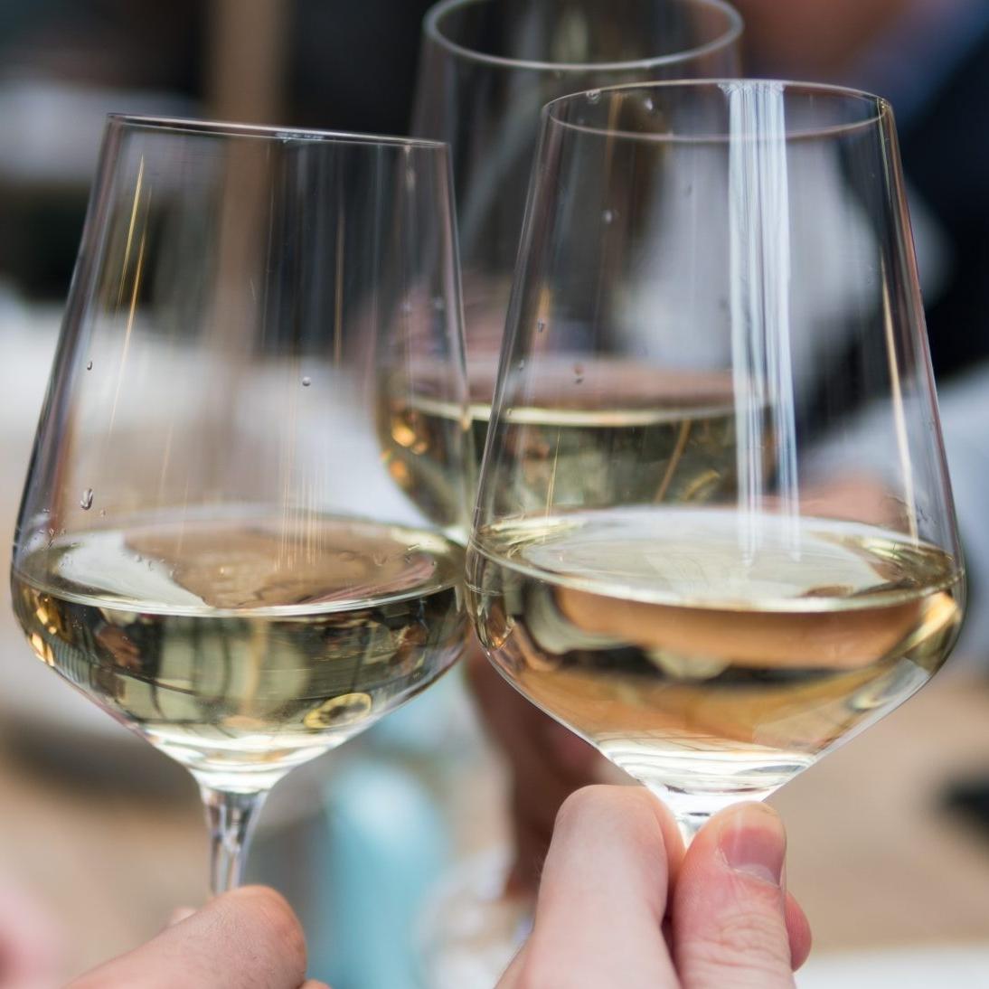 Vins Blancs - Sec, fruité ou minéral, autant de déclinaisons à retrouver dans notre sélection.Tous nos Vins Blancs >